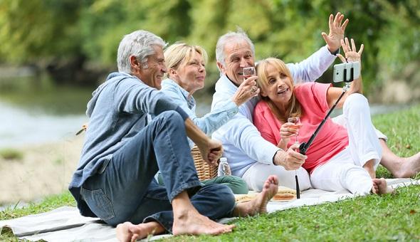 Im Seniorentreff finden Menschen zusammen, die sich aufgrund größerer Entfernungen vielleicht nie kennengelernt hätten.