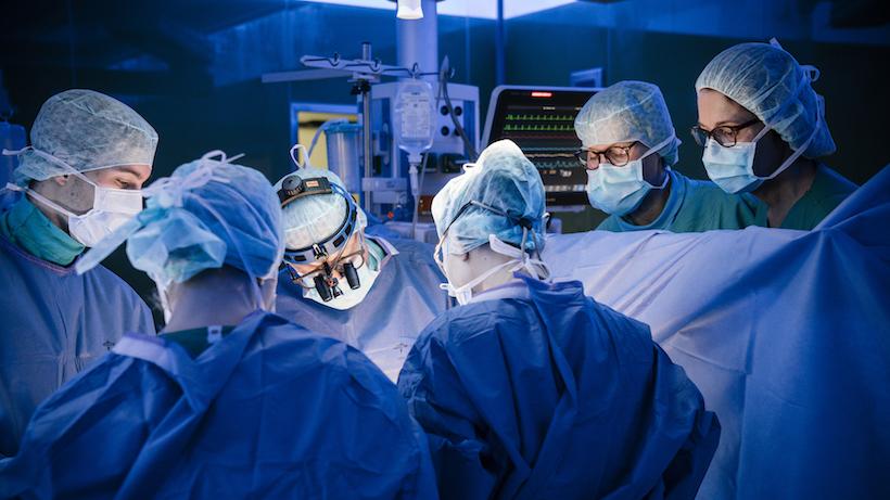Prof. Dr. Friedrich-Christian Rieß und sein Team wenden schonende Operationstechniken an.