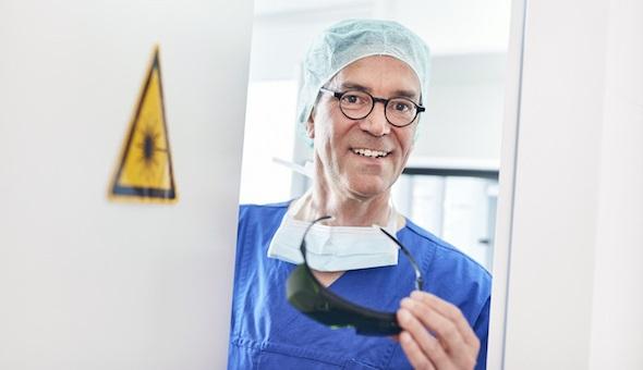 Einer der routiniertesten Stimmchirurgen in Deutschland: Prof. Markus M. Hess.