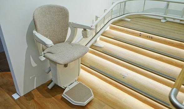 Ein Treppenlift ermöglicht das selbstbestimmte Leben in den eigenen vier Wänden.