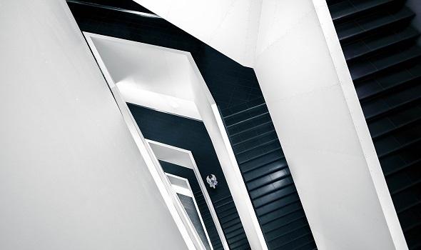 Wer einen Treppenlift gebraucht kauft oder mietet, kann viel Geld sparen.