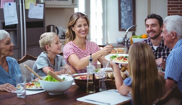 Essen in Gesellschaft fördert den Appetit und macht Spaß.