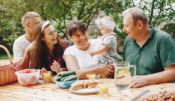 Durch eine Bestattungsvorsorge könnten bereits zu Lebzeiten viele Entscheidungen getroffen, wichtige Fragen geklärt und die finanzielle Absicherung geregelt werden.