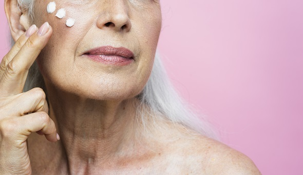 Die richtige Hautpflege von reifer Haut ab 50.